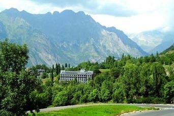 hoteles para niños pirineo aragones evenia monte alba