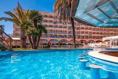 Piscina zona tropical y pool bar evenia olympic resort
